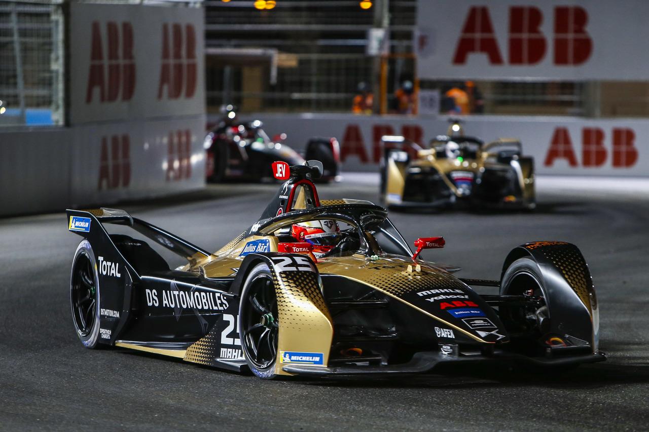 3… 2… 1… Vollstrom: Premiere für neuen Formel E Rennwagen in Rom.