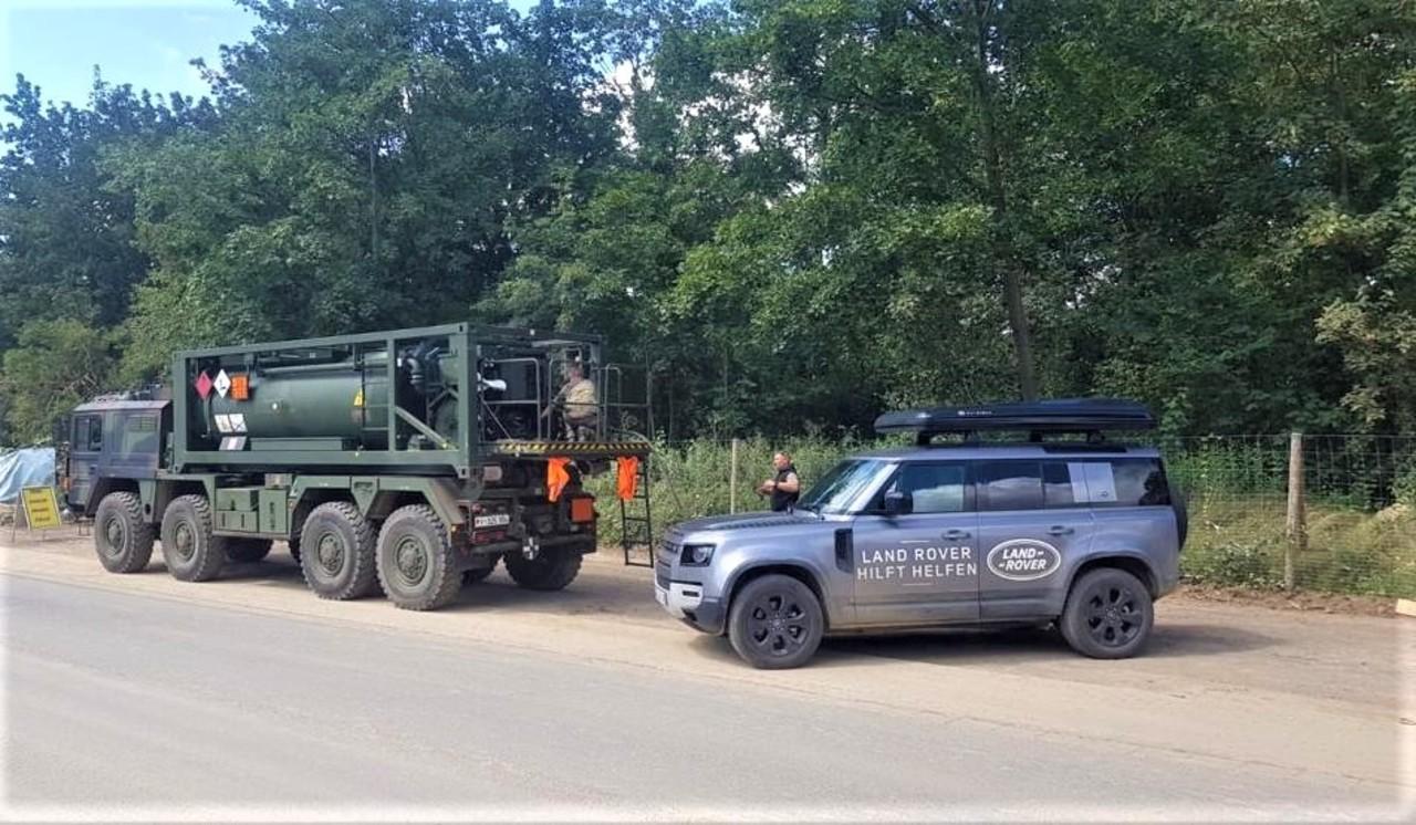 """Aktion """"Land Rover hilft Helfen"""" bringt ein wenig Hoffnung zu den Opfern der Flutkatastrophe."""