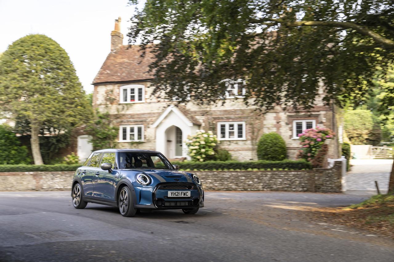 Goodwood, Dampf und alte Schlösser: Im MINI Cooper S 5-Türer durch West Sussex.